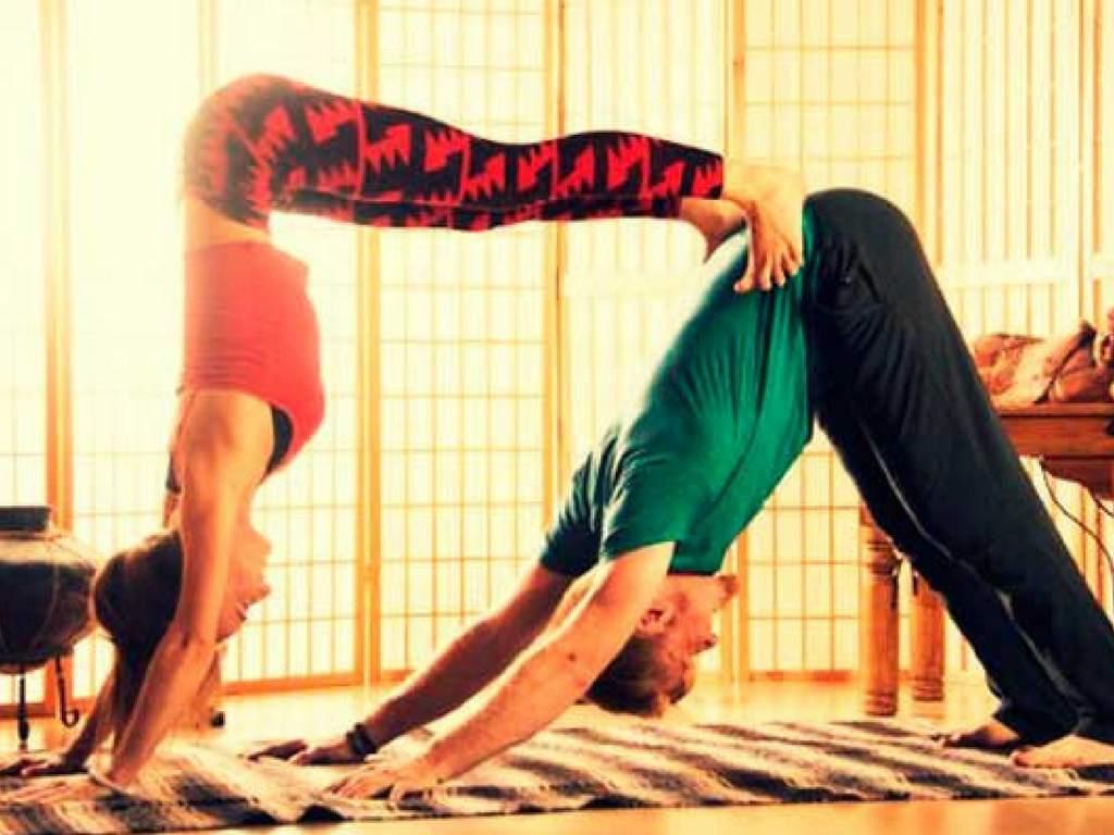 Yoga en parejas: ¡endorfinas al por mayor! - NES No Estás Sola
